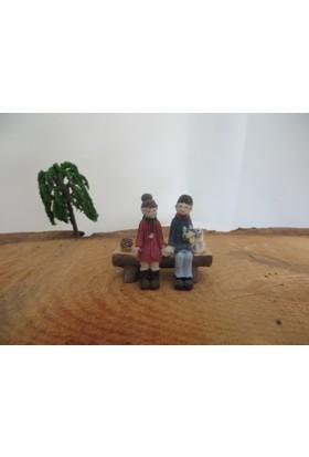 Green Wood Teraryum Malzemeleri Bankta Çift 2 Minyatür Obje