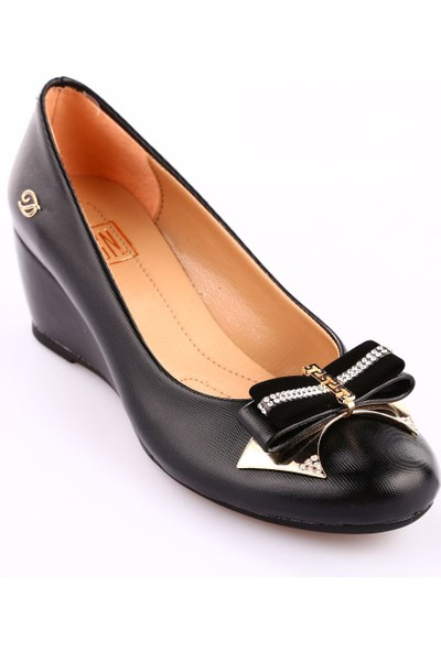Dgn 310 Kadın Yuvarlak Burun Önü Tokalı Dolgu Taban Ayakkabı Siyah Lazer