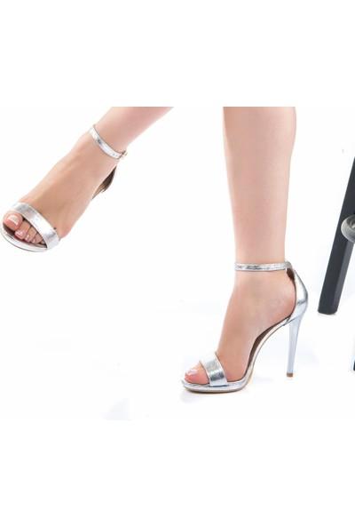 Modabuymus Platform İnce Topuklu Tek Bantlı Abiye Ayakkabı Gümüş Lame Pirlx