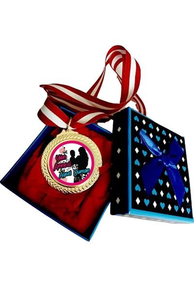 Hediye Panayırı Kişiye Özel Yılın Annesi Madalyası İsimli - Anneye Özel Madalya