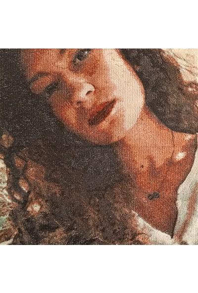 Atölye Müge Kişiye Özel Nakış Portre 35x35 cm