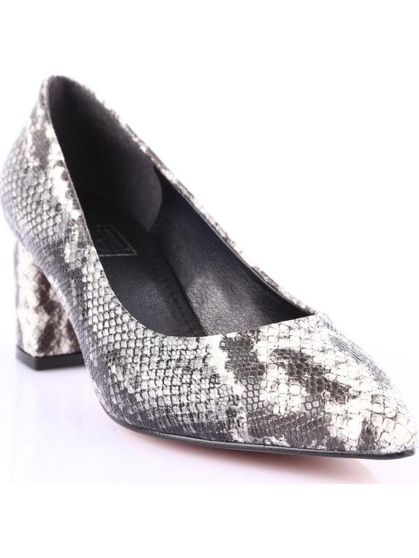 Dgn 005 Kadın Sivri Burun Parmak Dekolteli Topuklu Ayakkabı Siyah Yılan