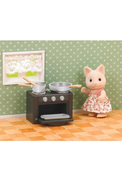Sylvanian Families Cat Sister With Oven