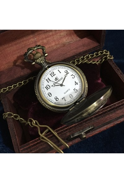 Kuzey Caddesi Ahşap Kutusunda Atatürk Kabartma Kapaklı Vintage Köstekli Cep Saati