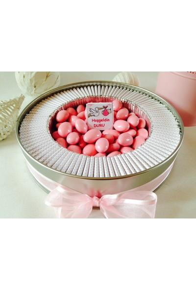 Cemrek Büyük Boy İsim Baskılı Metal Kutu Bebek Çikolatası - 100 Adet Çikolata 300 gr Draje