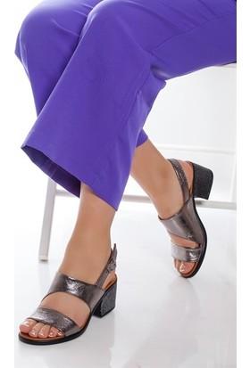 Tarçın Hakiki Deri Platin Günlük Kadın Topuklu Sandalet Ayakkabı Trc66-0803