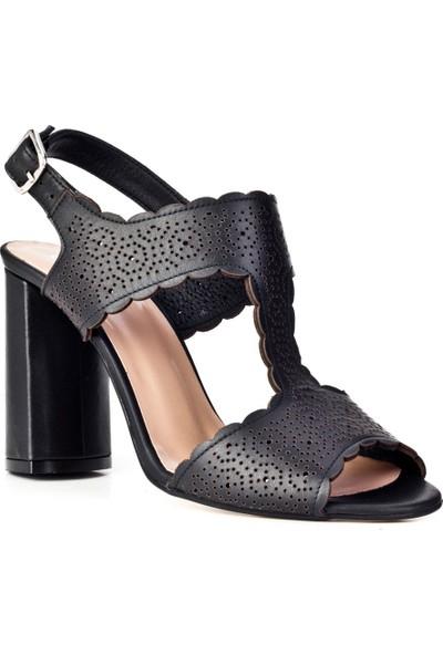 Cabani Toka Detaylı Lazerli Topuklu Günlük Kadın Ayakkabı Siyah Deri