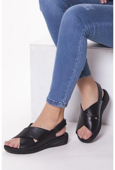 Tarçın Hakiki Deri Siyah Günlük Kadın Sandalet Ayakkabı Trc67-0247