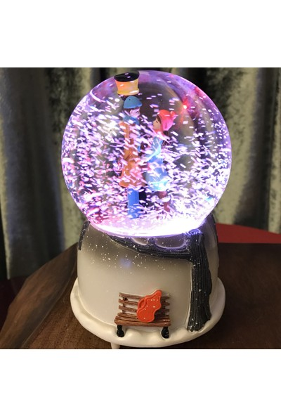 Hediye Biziz Romantik Aşıklar Kar Motorlu Işıklı Ve Müzikli Mega Boy Kar Küresi