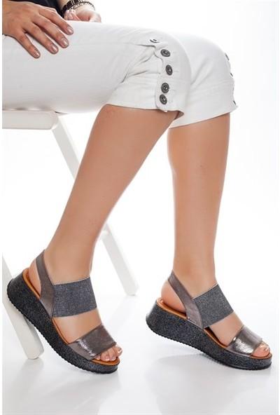 Tarçın Hakiki Deri Platin Simli Günlük Kadın Dolgu Sandalet Ayakkabı Trc66-5016