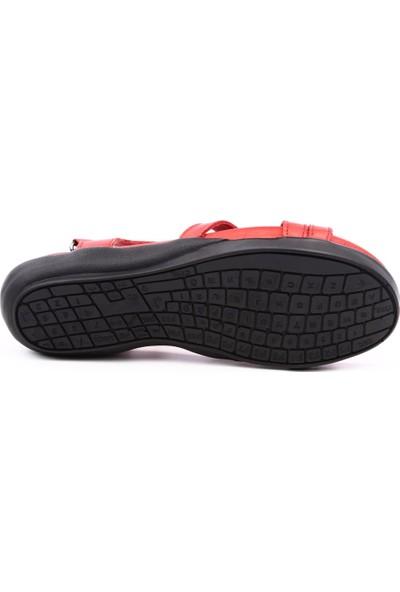 Dgn 700 Kadın Çapraz Bağlı Klavye Yazılı Taban Sandalet Kırmızı