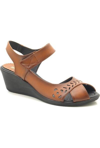 Lady 996 Orta Yaş Dolgu Topuk Kadın Sandalet