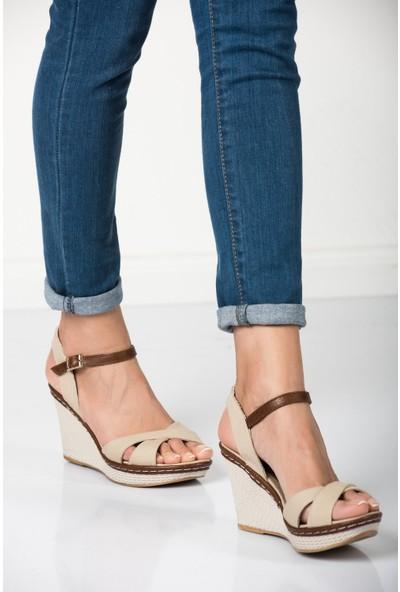 Fox Shoes Bej Kadın Dolgu Topuklu Ayakkabı 9674040205