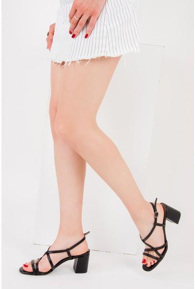 Fox Shoes Siyah Kadın Topuklu Ayakkabı F654028009