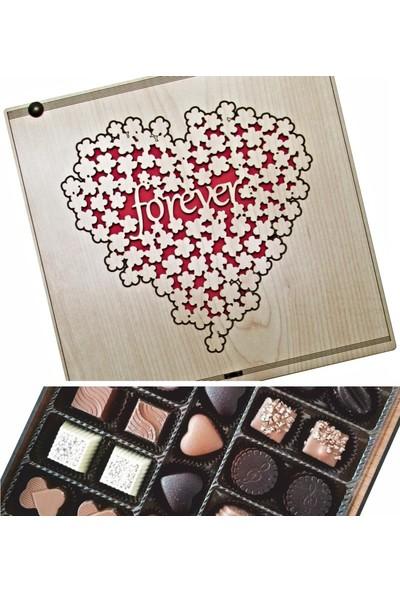 Çikolata Marketi Forever Yazılı, Çiçeklerden Yapılmış Kalp Figürlü Ahşap Kutulu Sevgiliye Hediyelik Çikolata