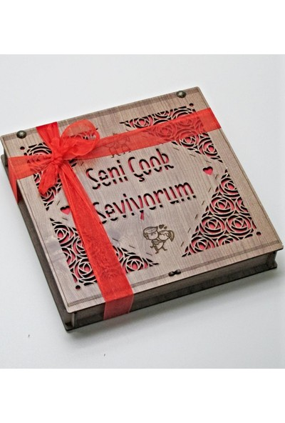 Çikolata Marketi Seni Çok Seviyorum Yazılı, Gül ve Sevgili Figürlü Ahşap Kutulu Sevgiliye Hediyelik Çikolata