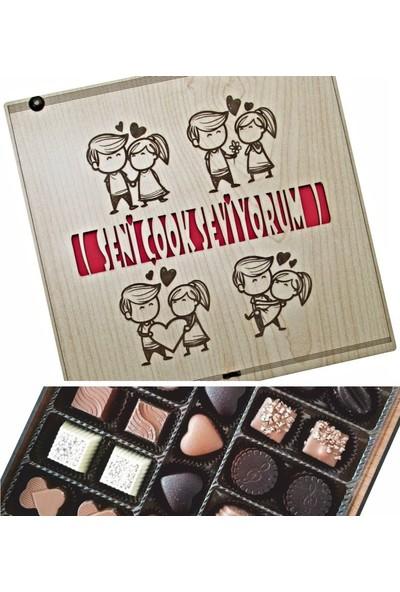 Çikolata Marketi Seni Çook Seviyorum Yazılı Sevgili Figürlü Ahşap Kutulu Hediyelik Çikolata