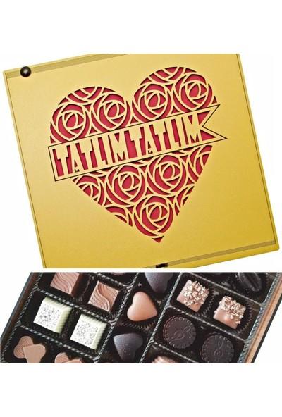 Çikolata Marketi Güllerden Yapılmış Kalp Içerisinde Tatlım Tatlım Yazılı Sevgili Özel Ahşap Kutulu Hediye Çikolata