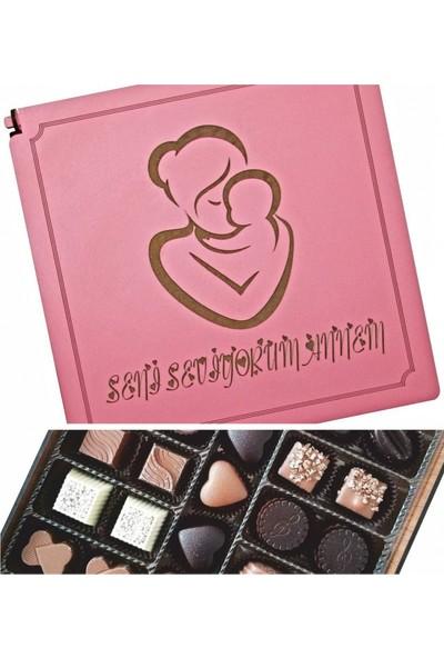 Çikolata Marketi Seni Seviyorum Annem Yazılı Anne - Bebek Süslemeli Ahşap Kutulu Hediye Çikolata