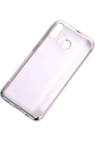 Aksesuarkolic Samsung Galaxy M20 Kılıf 4 Koseli Renkli Lazer Silikon Arka Kapak Glitter Gümüş