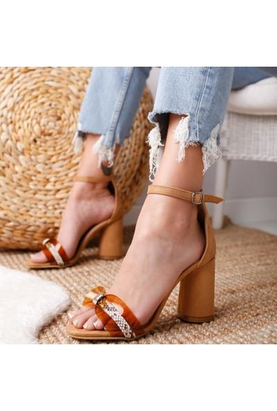 Limoya Elaine Kum Süet Şeffaf Bantlı Yılan Detaylı Kalın Topuklu Sandalet