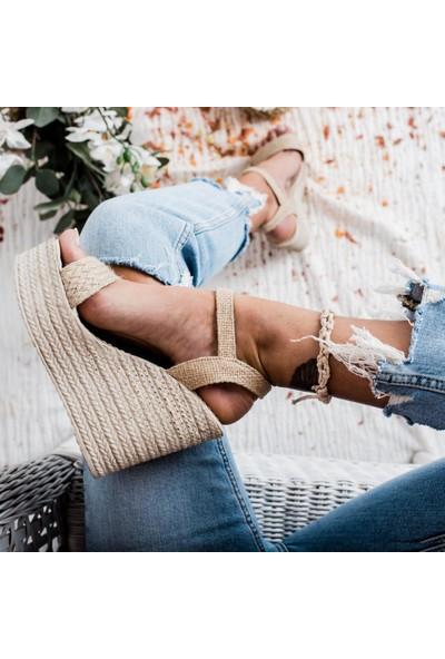 Limoya Reilly Ten Dolgu Topuklu Tek Bantlı Günlük Dolgu Topuklu Sandalet