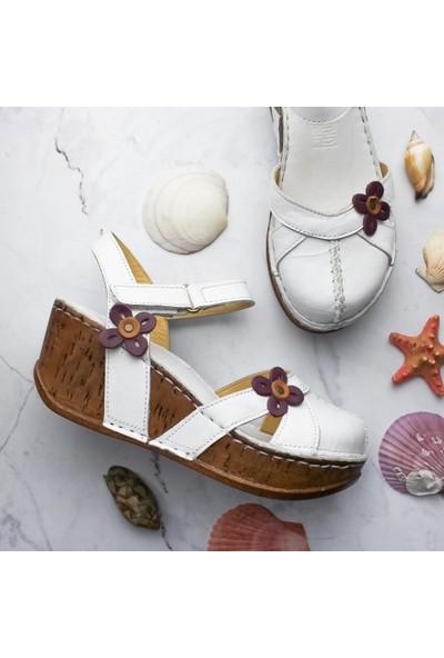 Limoya Katlyn Beyaz Hakiki Deri Çiçek Detaylı Burnu Kapalı Dolgu Topuklu Sandalet