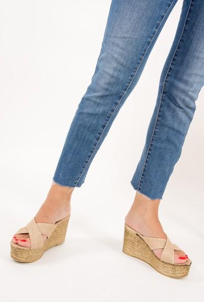 Fox Shoes Bej Kadın Terlik F274061317