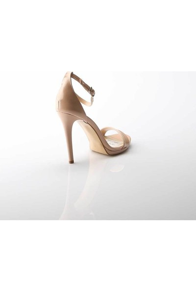 Modabuymus Büyük Numara Tek Bantlı Ten Rugan Platform Topuklu Ayakkabı Lirlx