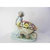Klc Çiçekçi Kız Porselen Biblo