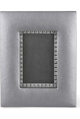 Kancaev Metalik Gri Suni Deri, İçi Gümüş Şeritli Fotoğraf Çerçevesi, Dıştan Dışa:19*23cm. Fot. Bölümü:13,5*10cm.