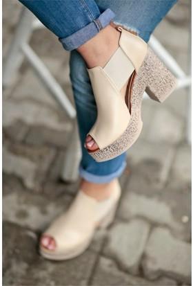 İnce Topuk Kalın Topuklu Ayakkabı