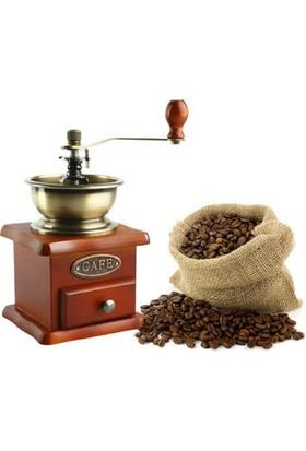 Toptancı Kapında Ahşap Kahve Değirmeni
