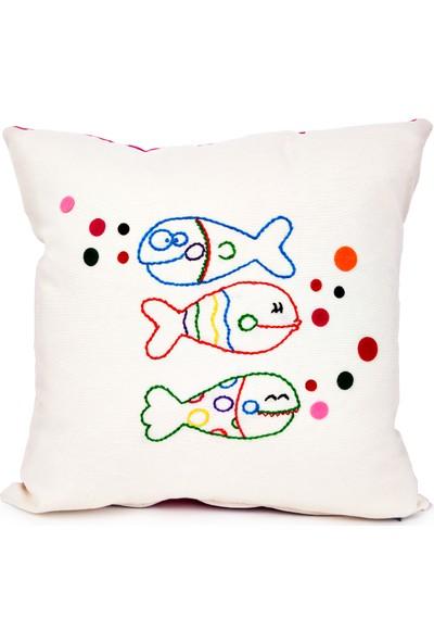 Baharın Renkleri El Nakışı Şaşkın Balıklar Yastık Kılıfı