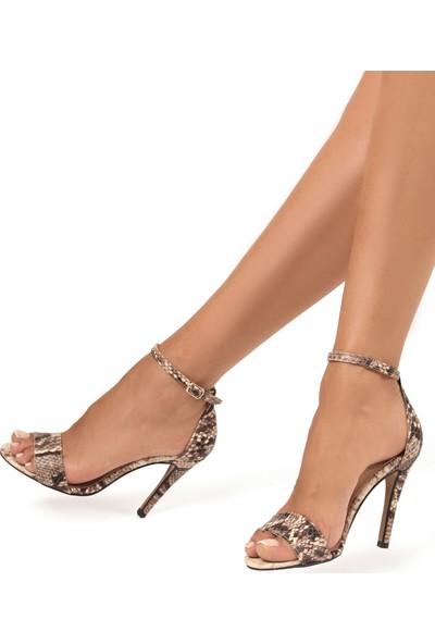 Gökhan Talay Style Bej Yılan Desenli Topuklu Ayakkabı