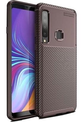 Magazabu Samsung Galaxy A9 2018 Karbon Desenli Lux Negro Silikon Kılıf Kahverengi + Cam Ekran Koruyucu