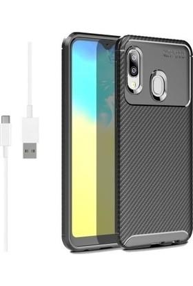 Magazabu Samsung Galaxy A20E Karbon Desenli Lux Negro Silikon Kılıf Siyah + Şarj Kablosu + Cam Ekran Koruyucu