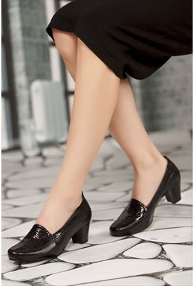 Tarçın Deri Siyah Klasik Günlük Kadın Topuklu Ayakkabı TRC71-0170