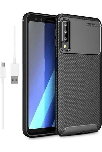 Magazabu Samsung Galaxy A7 2018 Karbon Desenli Lux Negro Silikon Kılıf Siyah + Şarj Kablosu + Cam Ekran Koruyucu