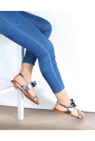 Mosimoso Platin Cilt Jurdan Taban Fiyonk Detaylı Kadın Sandalet