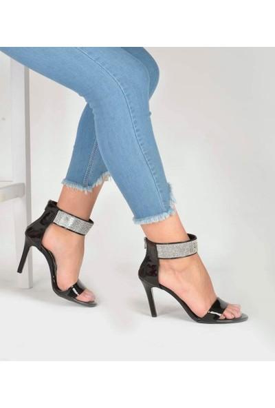 Mosimoso Siyah Rugan Taş İşlemeli Bilek Kemerli Kadın Ayakkabı