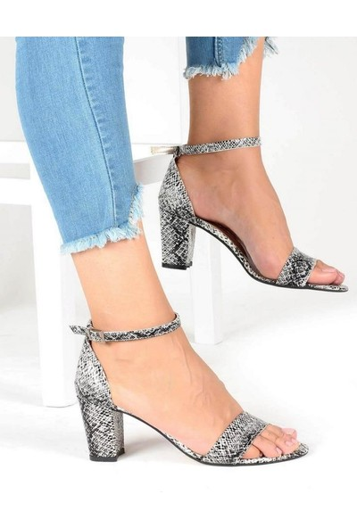 Mosimoso Siyah Beyaz Yılan Desenli Kalın Topuk Bilek Bağlı Kadın Ayakkabı