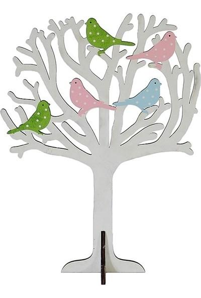 Dekorsende Ağaçta Renkli Kuş Takılık