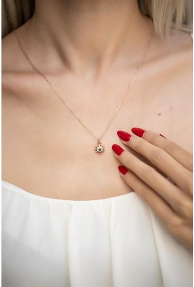 İzla Design 5561 Papatya Model Zümrüt Taşlı Rose Kaplama Gümüş Kolye