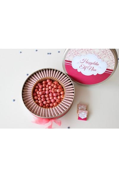 Hayal Sepetim Kız Bebek Çikolatası - 54 Adet Madlen ve 300 gr Draje