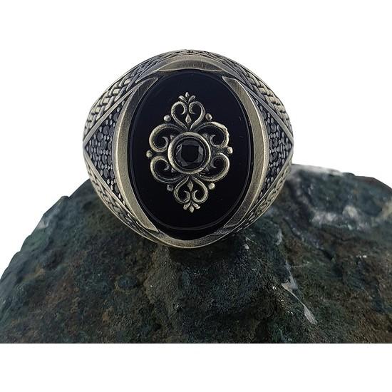 Dalman Silver Form Onix Taşlı Oksitli Özel Koleksiyon Nakış Yüzeyli Gümüş Oksitli Erkek Yüzüğü