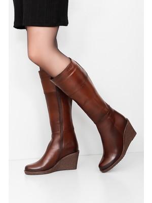 Gönderi® Hakiki Deri Yuvarlak Burun Kauçuk Dolgu Taban Fermuarlı Kadın Günlük Çizme 44587