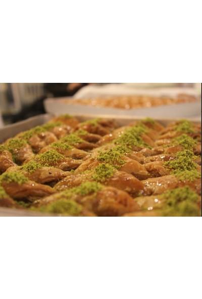 Hüseyinoğlu Baklava-Börek Antep Fıstıklı Şöbiyet Büyük Tepsi 3500 gr