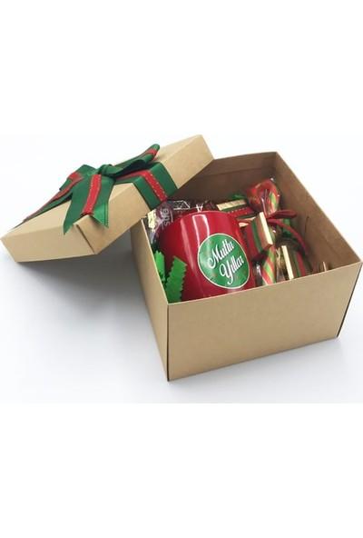 Burcum Parti Yılbaşına Özel Kırmızı Kupalı Set
