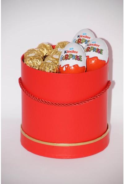 Filika Store Kırmızı Silindir Orta Kutuda Ferrero ve Kinder Çikolata